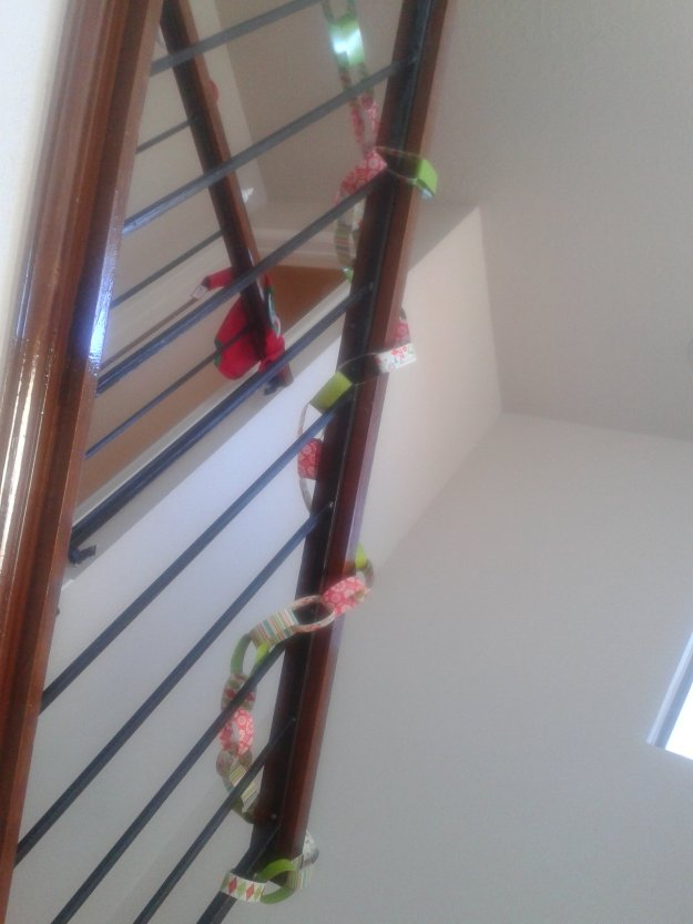 paper chains Christmas decoration